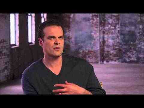 A Walk Among the Tombstones - David Harbour Interview